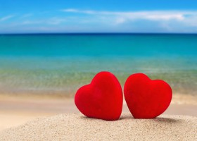 2 hearts on the beach